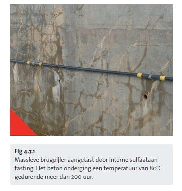 Massieve brugpijler aangetast door interne sulfaataantasting. Het beton onderging een temperatuur van 80°C gedurende meer dan 200 uur.