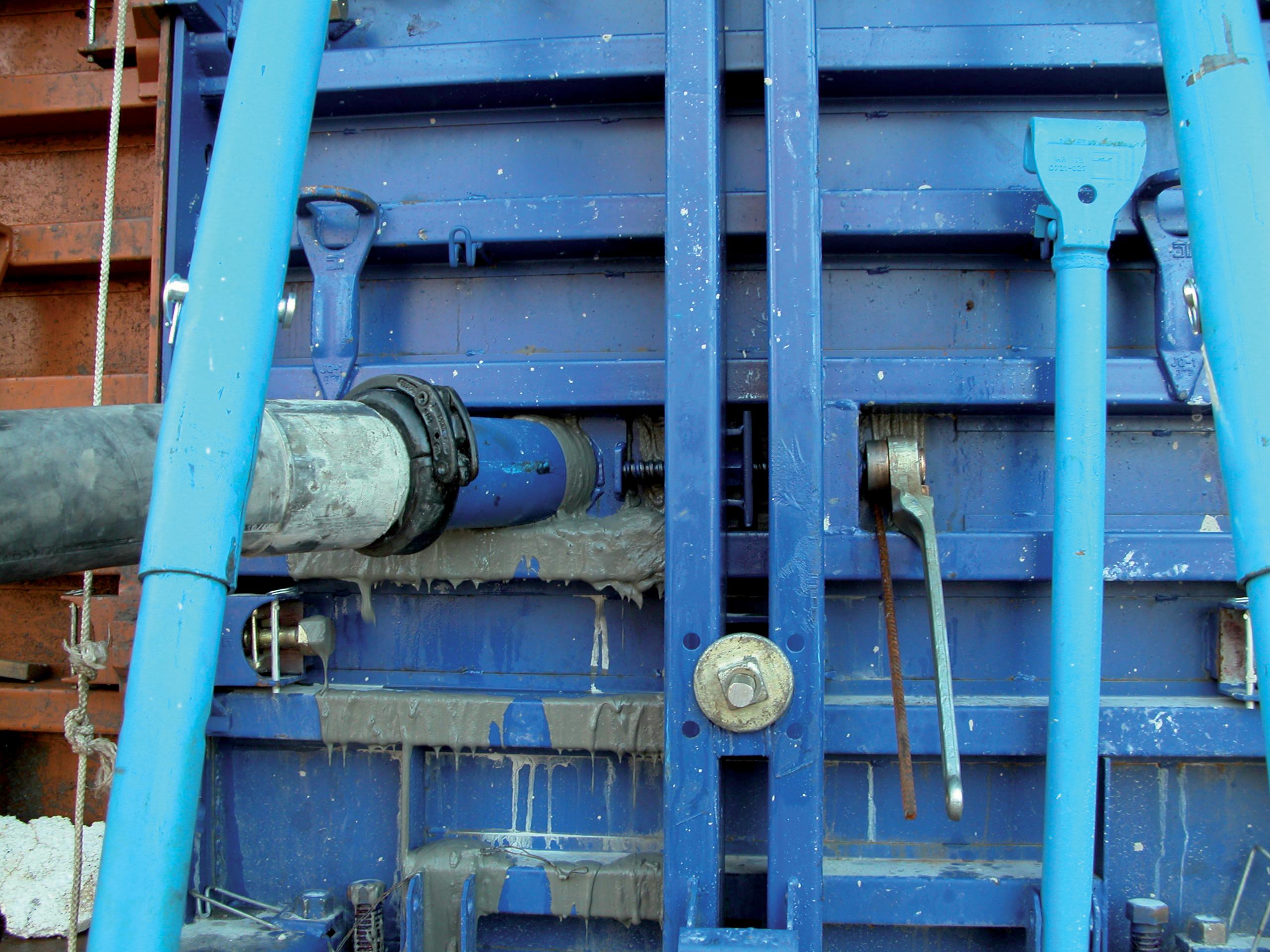 pompage du beton autoplacant par le bas du coffrage
