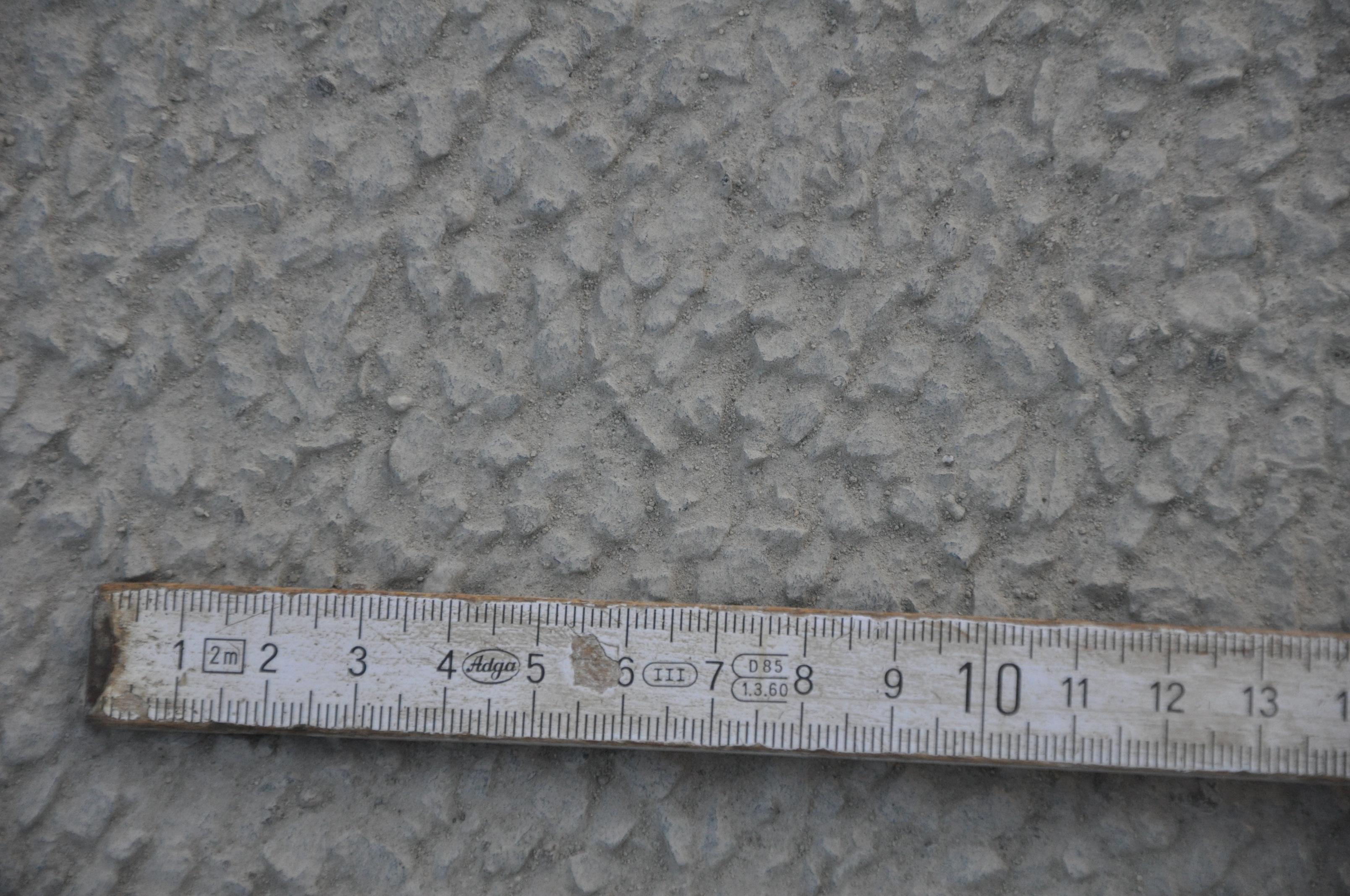 surface finie du beton obtenue par desactivation